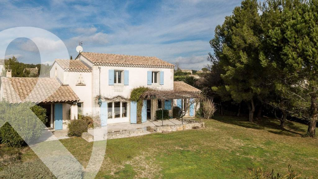 Property with views of the Alpilles