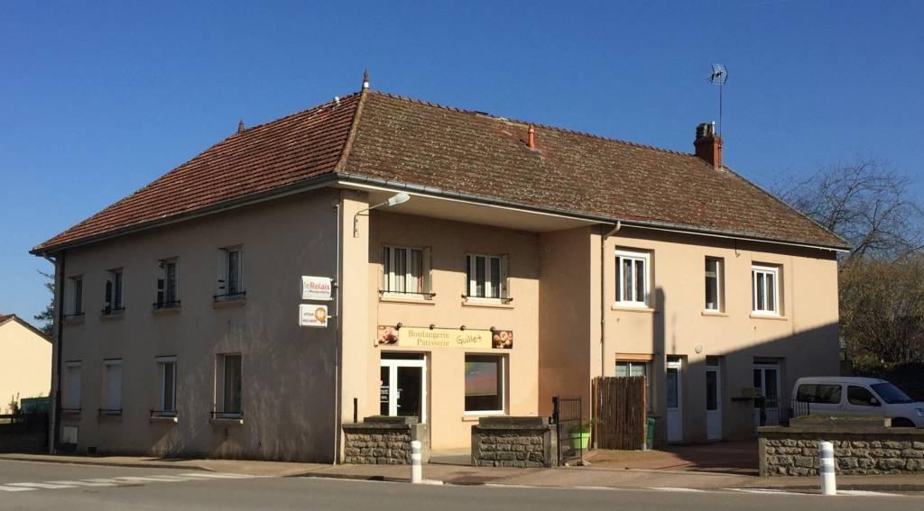 Grande maison de village, possibilité de commerces et logements
