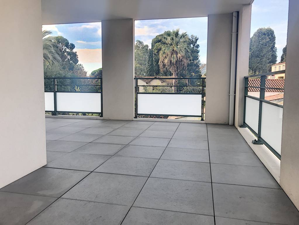 ANTIBES secteur JUAN F3 neuf jamais habité avec terrasse et garage