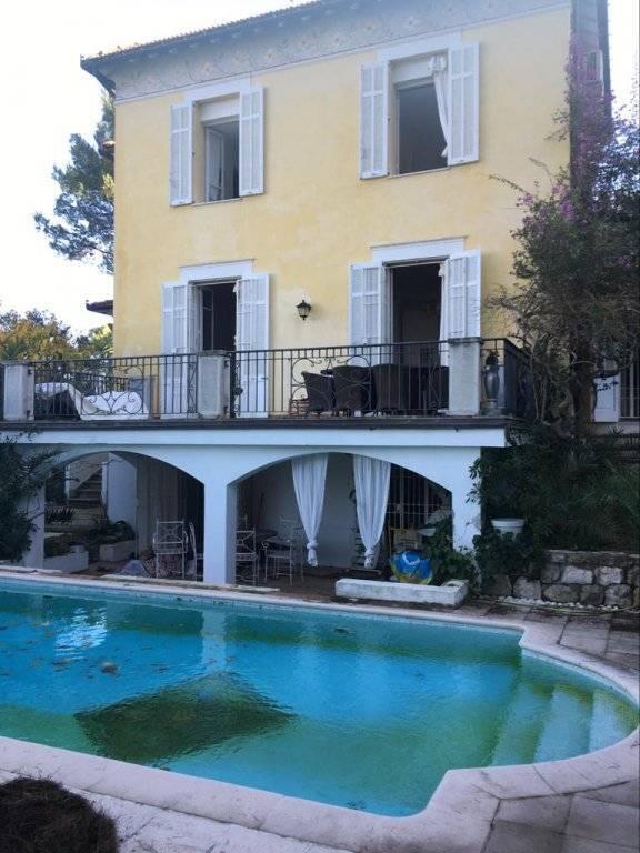 CAP D'ANTIBES villa de charme de 160M2+ deux studios 50m de la mer