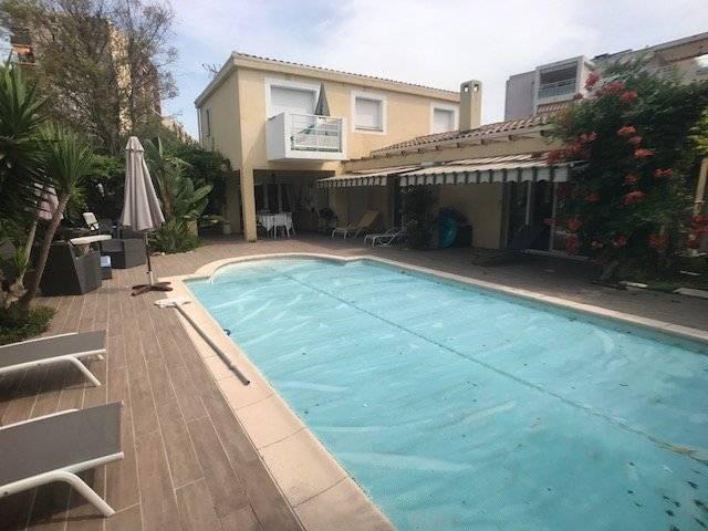 juan les pins proche mer et commerces belle villa avec piscine