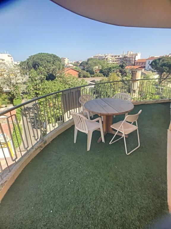 centre Juan Les Pins grand F3  DE 78m2 avec terrasse de 30M 2 rénové