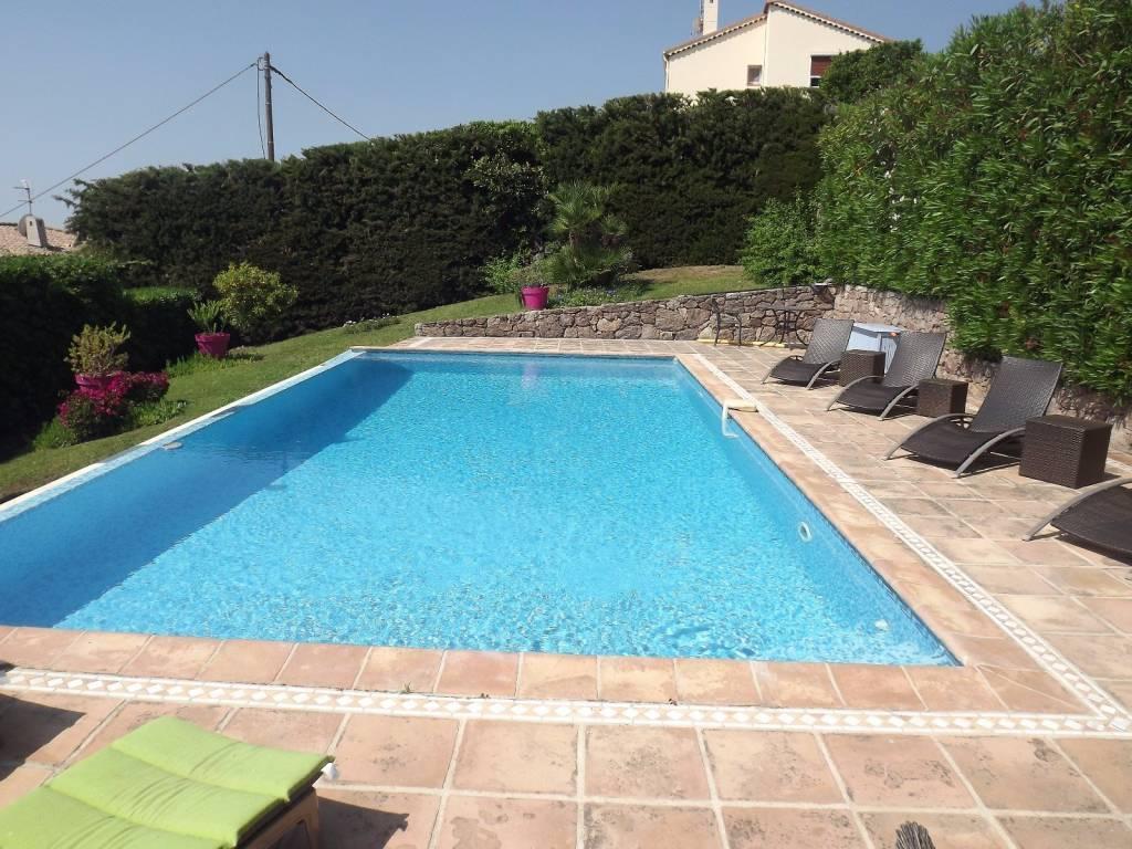 Hauteur GOLFE JUAN magnifique provençale de 200 m2 avec vue mer féerique