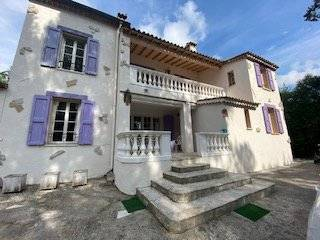 Property st paul de vence of 200m2 on 2 levels in a quiet area 3500m3 of land, swimming pool