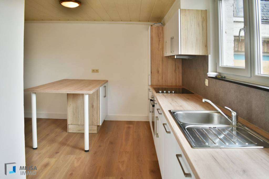 Appartement rénové avec terrasse et situé au cœur de Rochefort