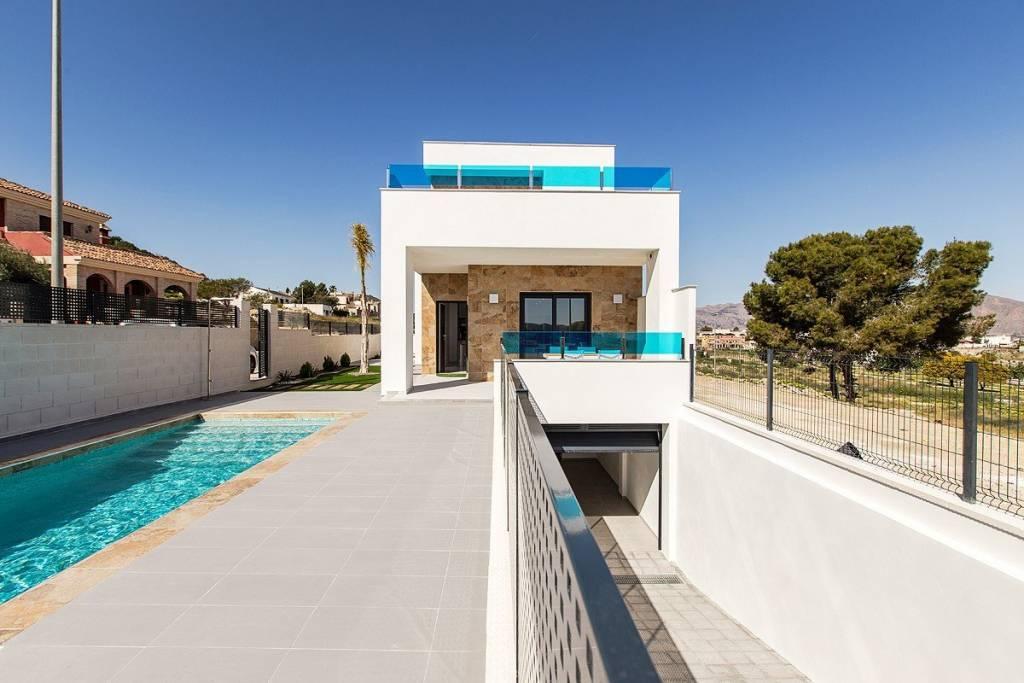 Villa neuve avec piscine, 3 chambres et 3 salles de bains