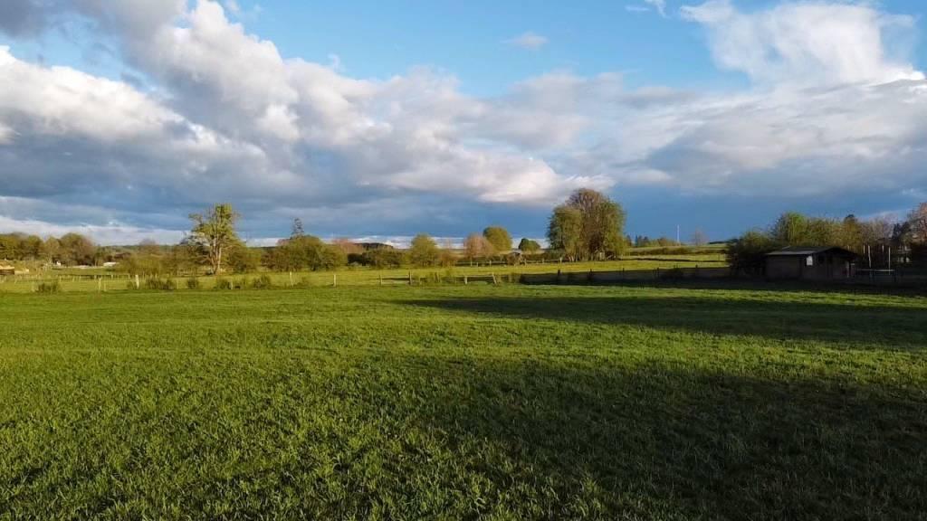 Terrain à bâtir avec vue dégagée sur la campagne