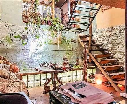 salon avec hauteur sous plafonds