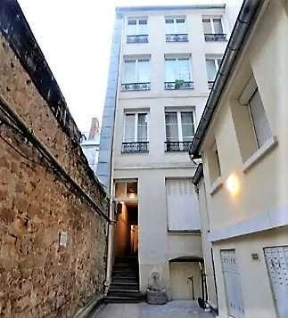 cour de l'immeuble en copropriété / facade ravalée et espaces communs