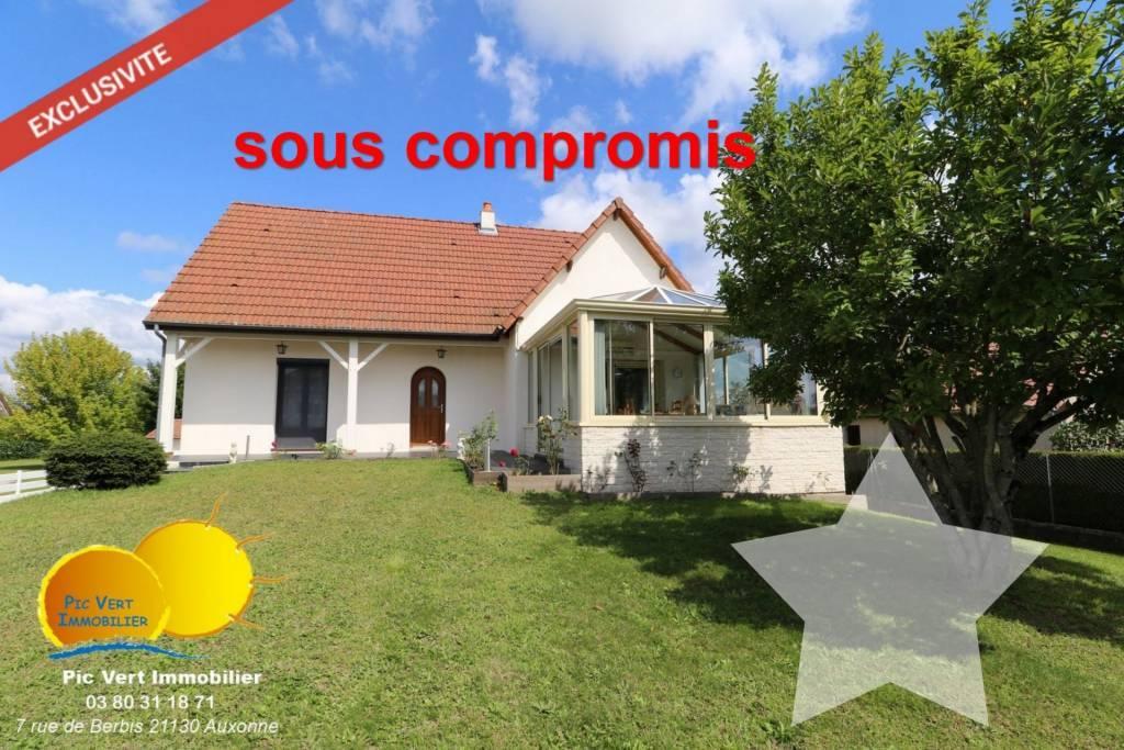 Maison sur sous-sol, 250m², 8pc, 4ch,Terrain 1418m²