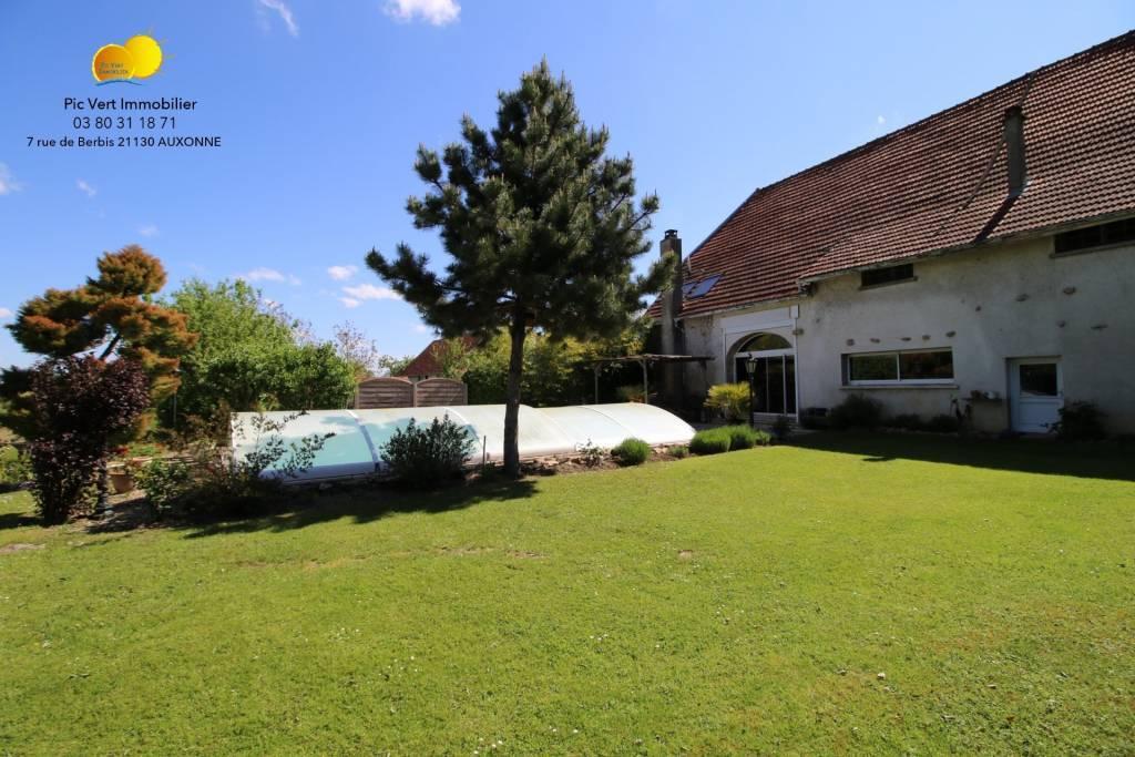 Vaste maison ancienne rénovée avec piscine