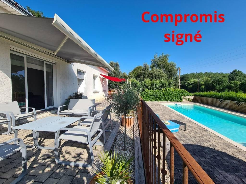 EXCLUSIVITE: A 10 mn de Chinon, sur la commune de Cravant-Les-Coteaux, confortable pavillon avec piscine