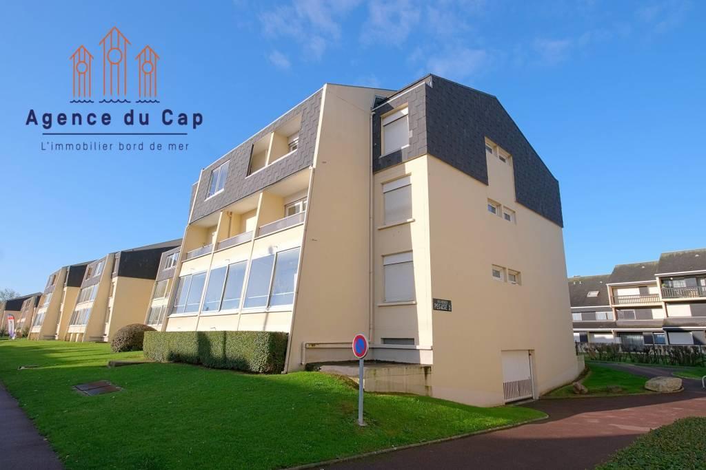 COURSEULLES SUR MER appartement F3 deux chambres + balcon