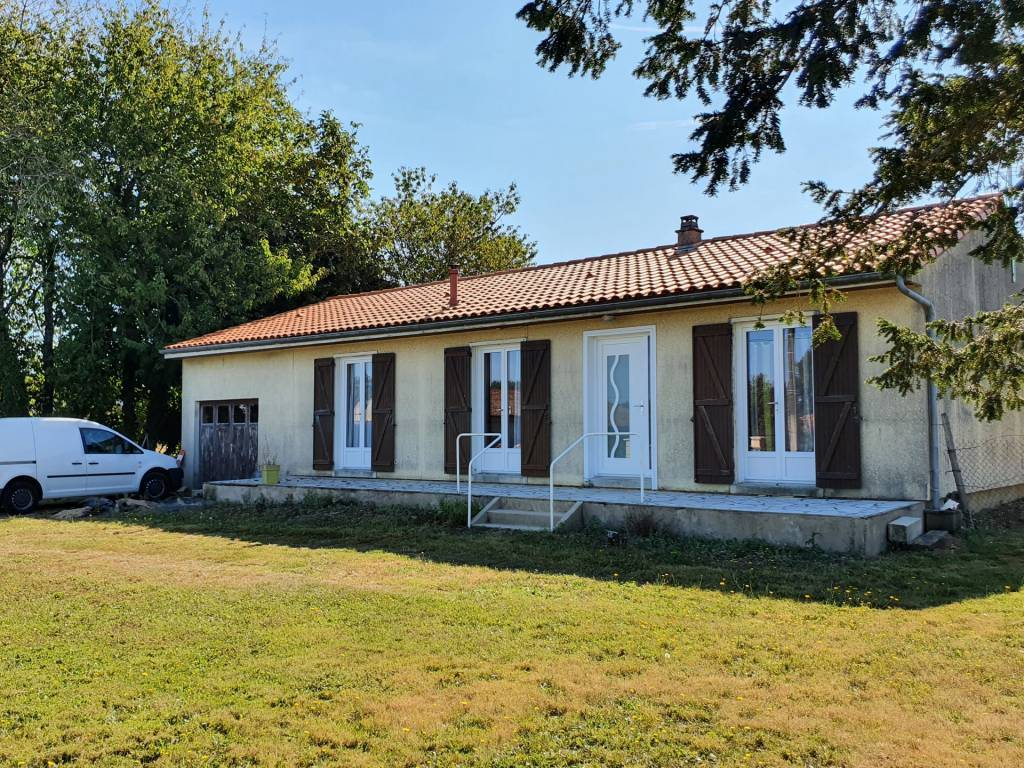 single-storey house, 3 bedrooms in a quiet area