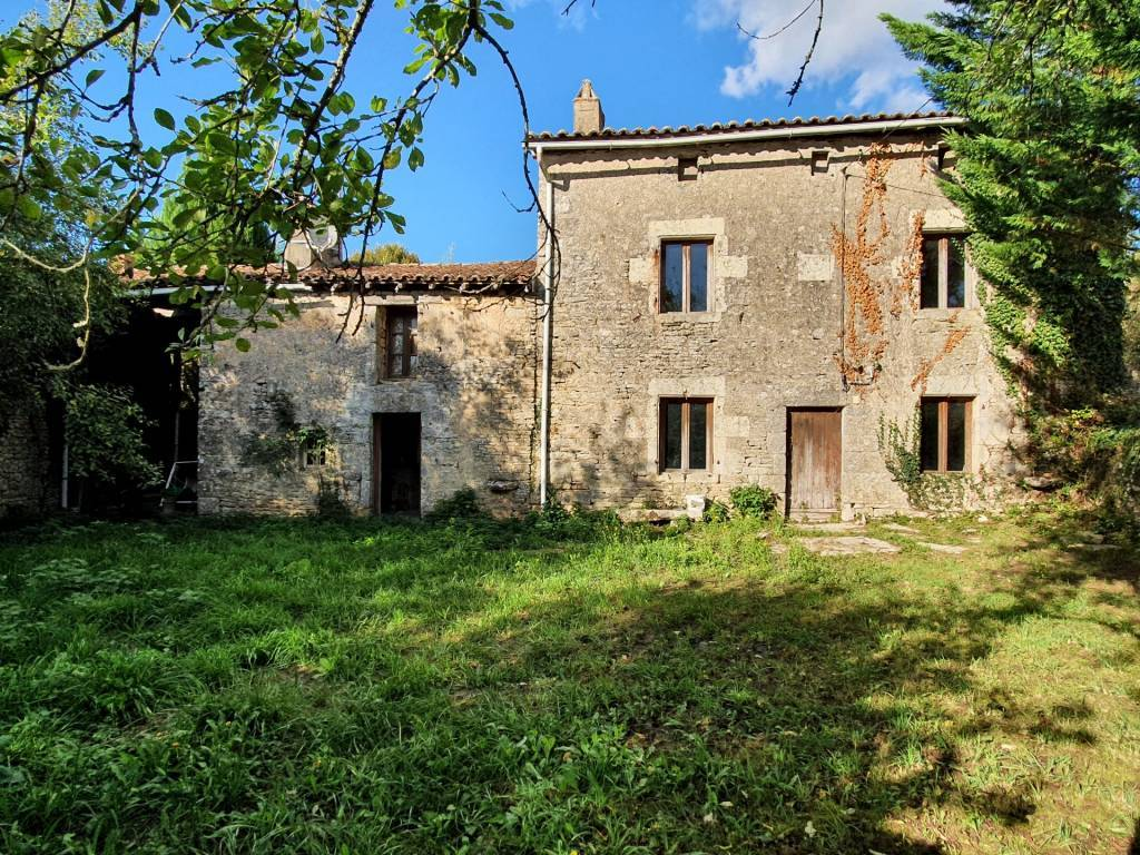 House 141 m² 3 bedrooms + office, to renovate