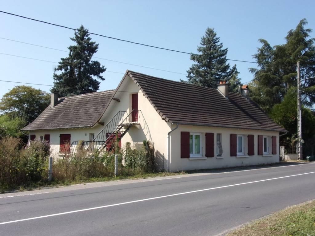 20 Km Moulins, sur 1400 m² maison indépendante 3 chambres