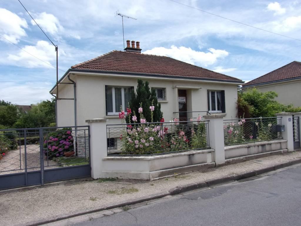 Moulins, Maison 3 chambres sur 735m²