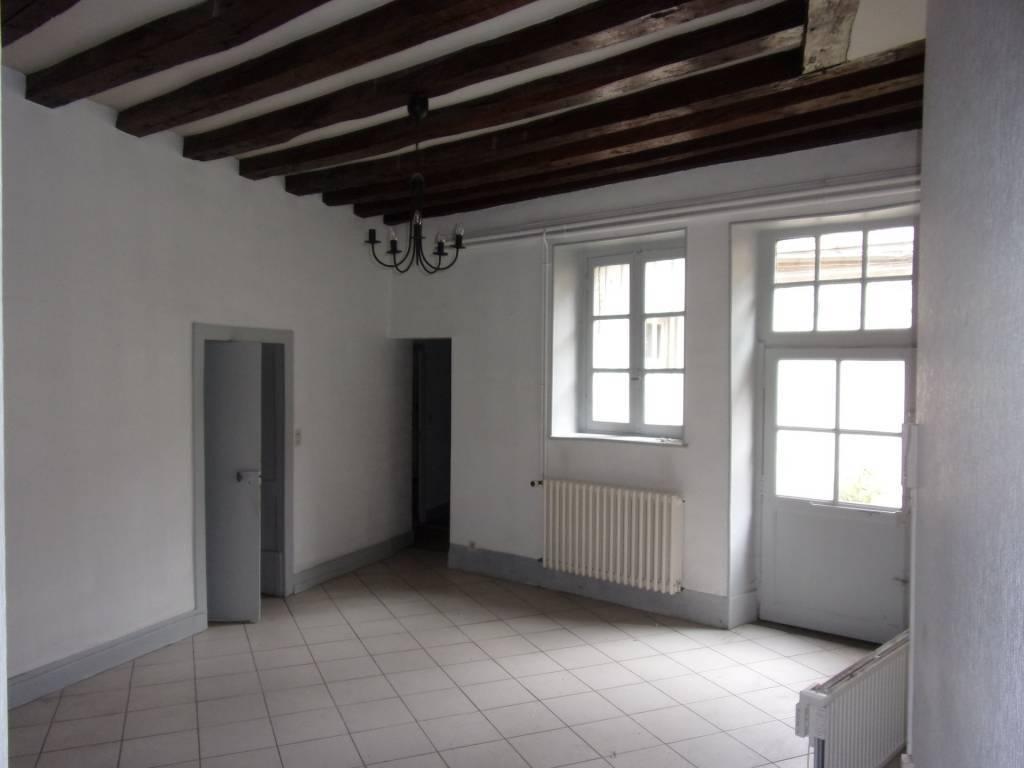 Moulins, Appartement à rénover (env. 100 m²)