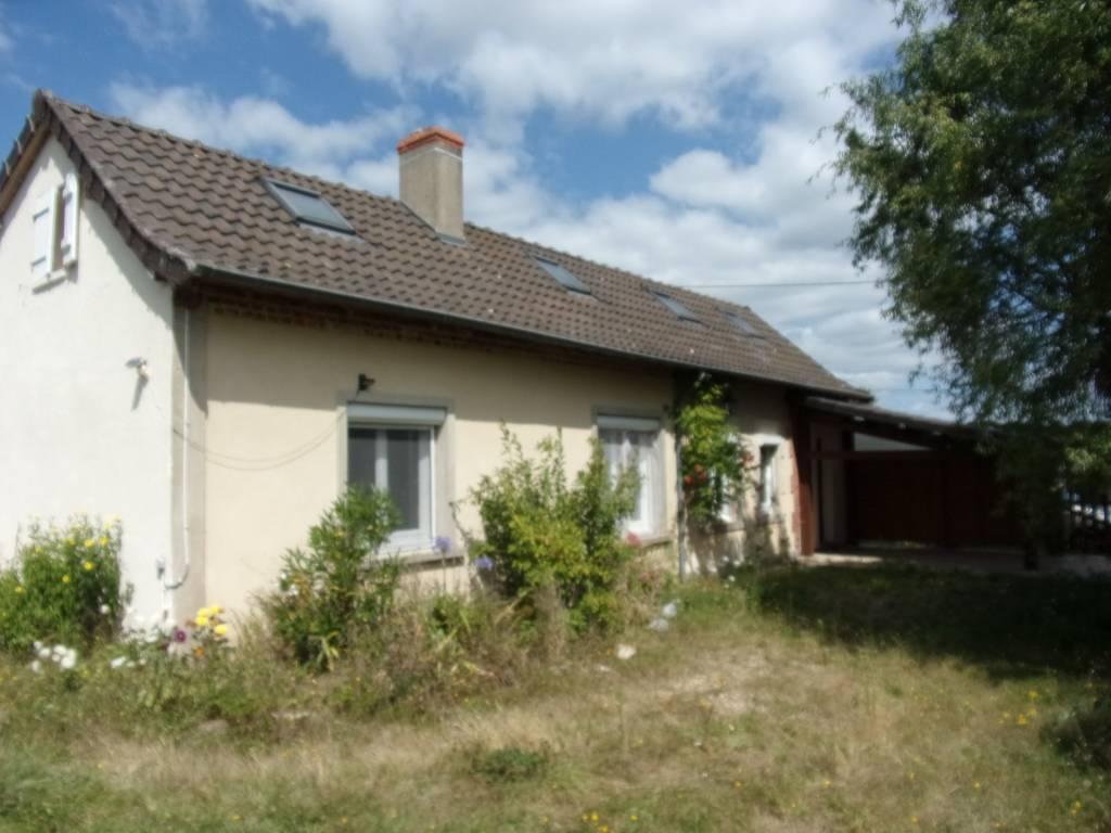 15 mn Moulins, sur 8632 m² Fermette rénovée