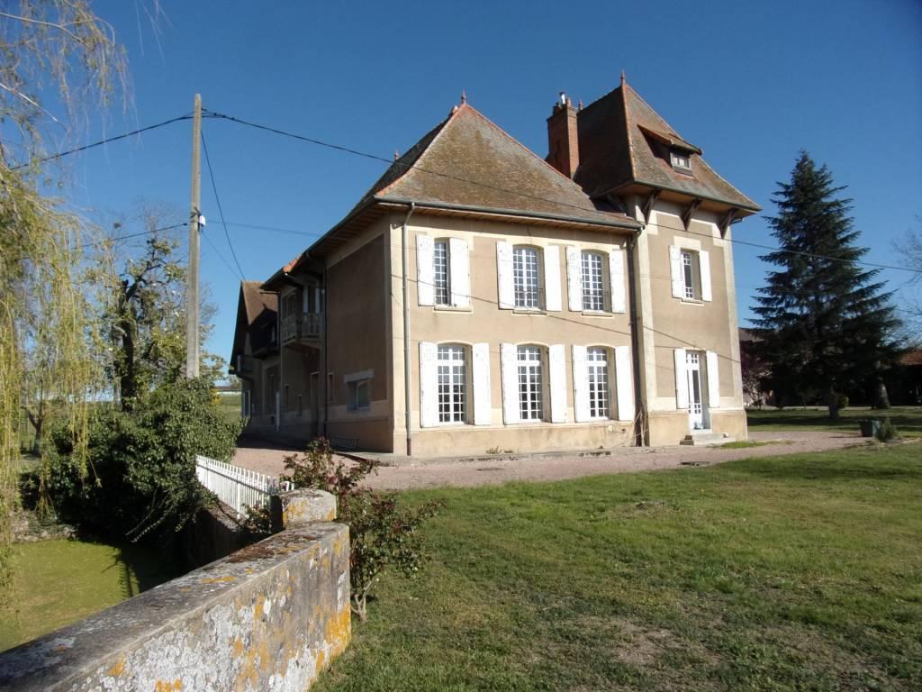 Manoir du XVIII éme sur plus de 1,8 hectares