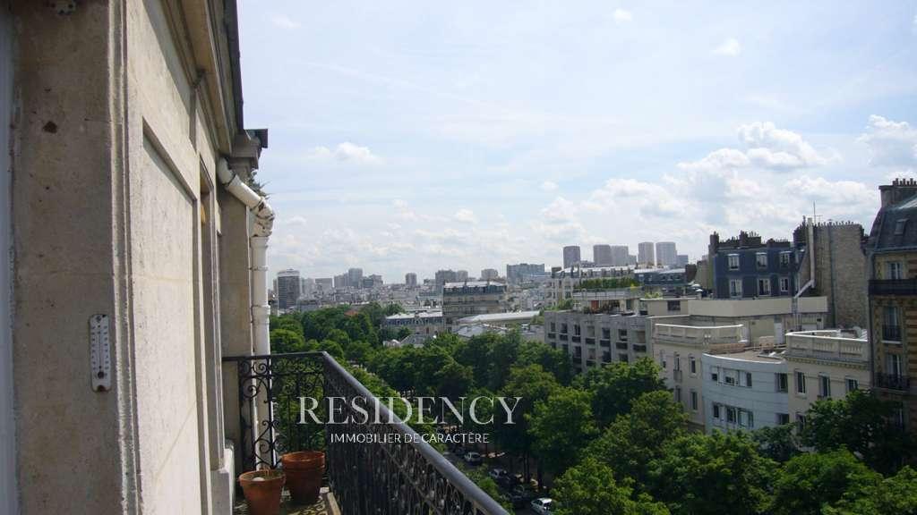 Belle vue dégagée et grand balcon