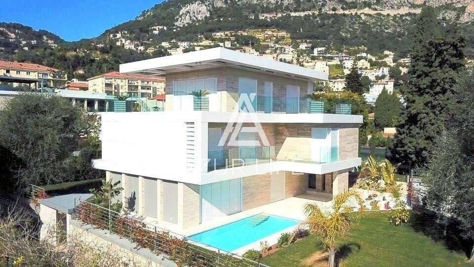 Beautiful modern villa near the port