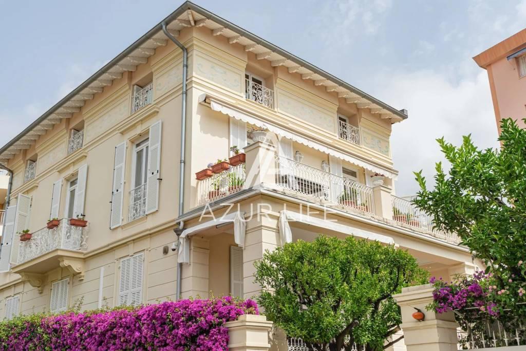 Spacious flat in a belle époque villa
