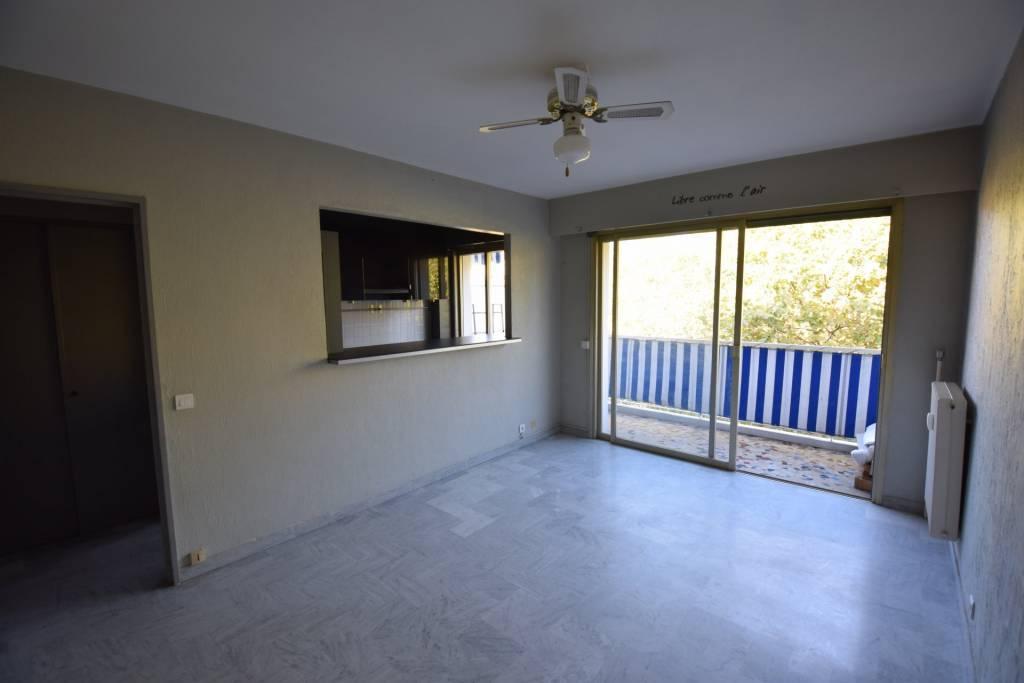 F1 dernier étage avec terrasse