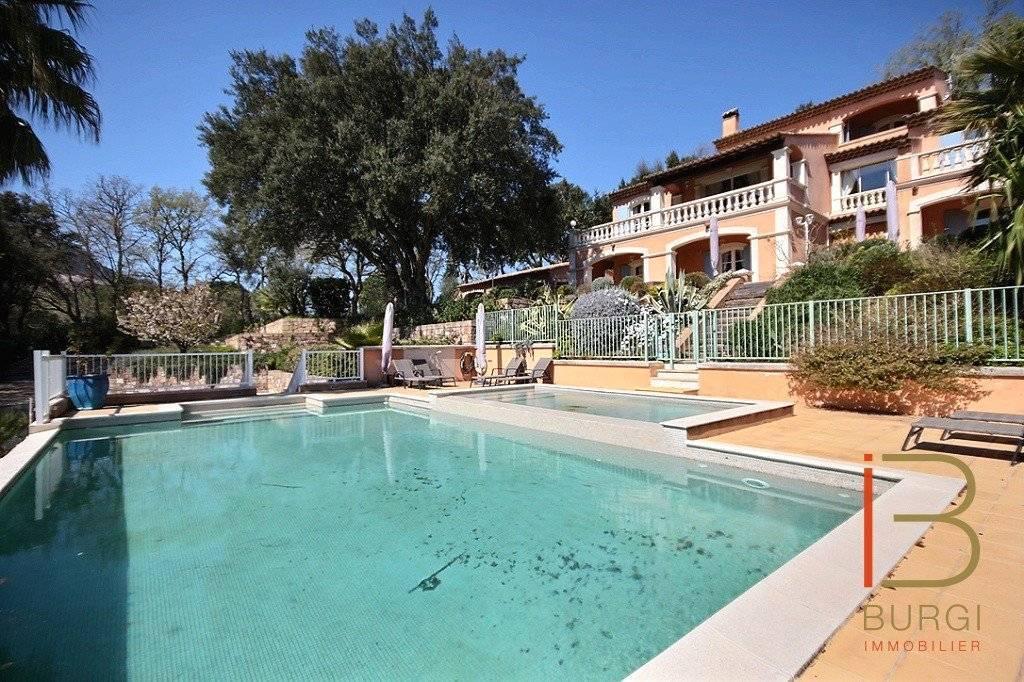 Roquebrune sur Argens: Exclusivité: Vaste propriété provençale sur 2800m2 de terrain avec piscine.