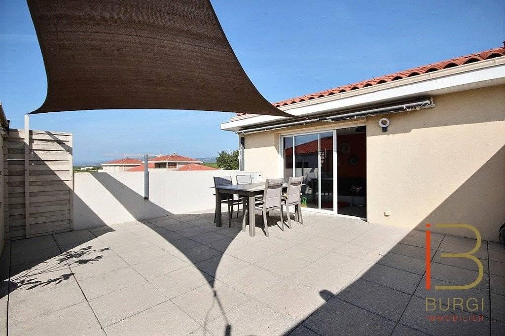 Fréjus, en pleine nature, 3P sur le toit avec une vaste terrasse. Garage et pk privé. Exclusivité