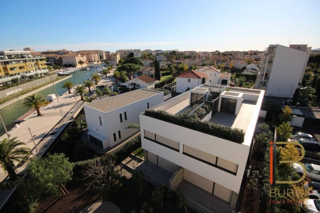 Port-Fréjus: Confortable villa appartement contemporaine de 153m2 avec terrasse, solarium et garage. Exclusivité