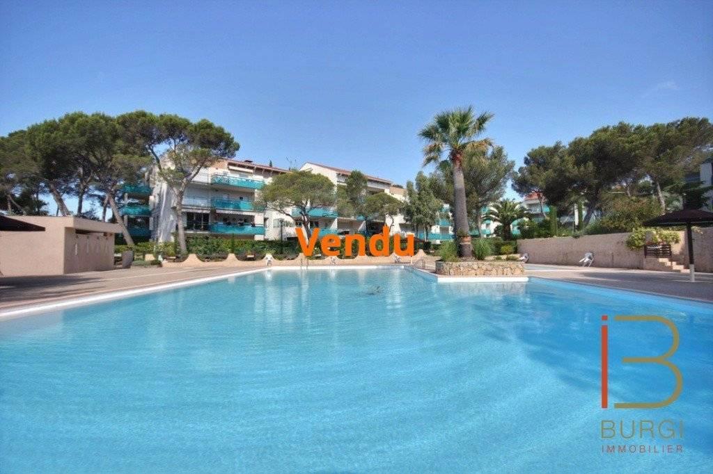 Saint-Raphaël Boulouris: 5P de 135m2 avec 75m2 de terrasse, avec garage, parking, cave et piscine. EXCLUSIVITÉ