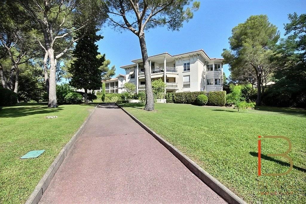 EXCLUSIVITÉ: Saint-Raphaël Santa-Lucia: 3P avec terrasse, garage et piscine