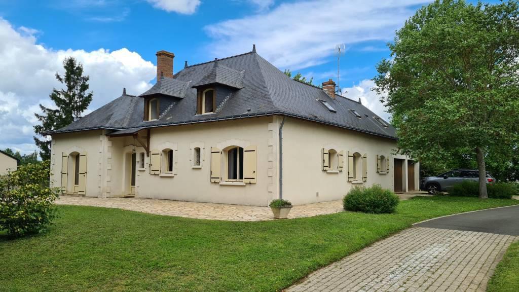 Grande maison avec 6 chambres et bureau