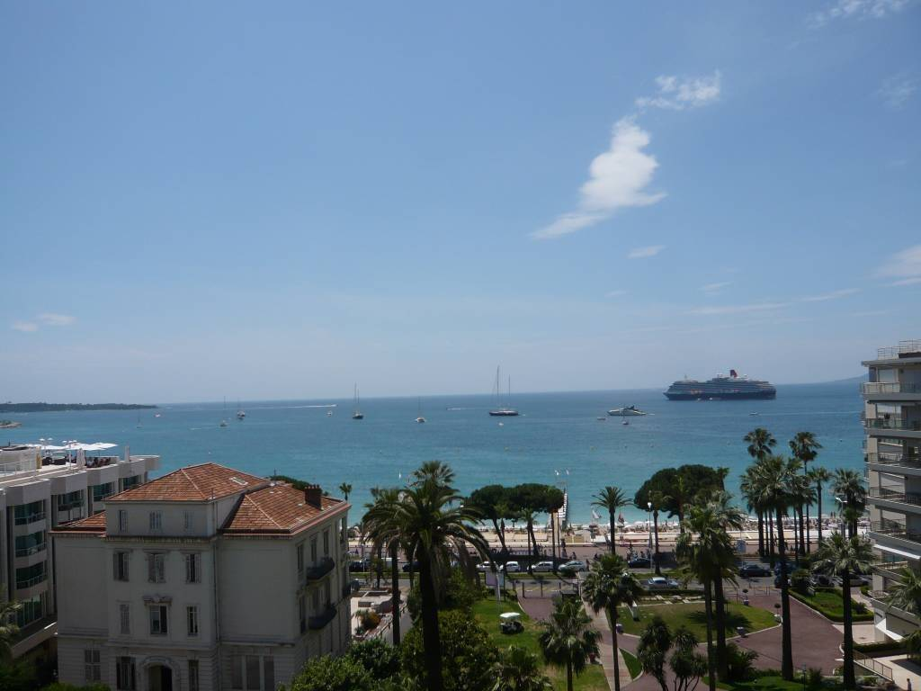On the Croisette, Nice sea view, 2 bedrooms appartment