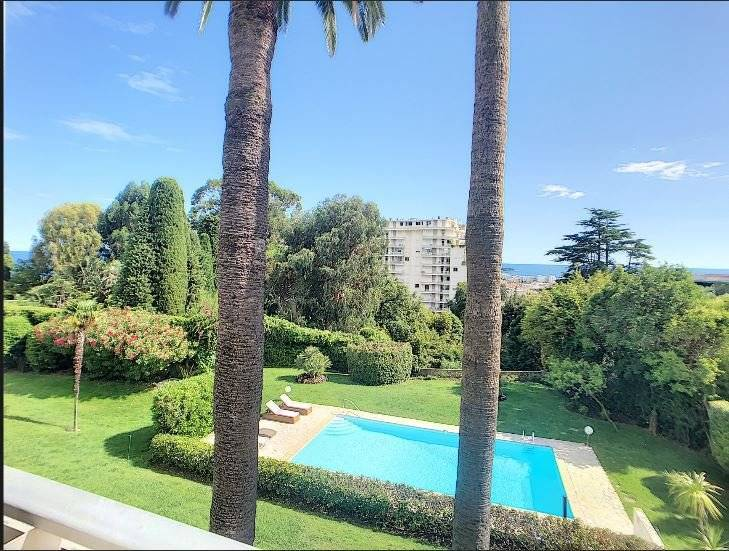 Nice small sea view for this 2 bedrooms apartment