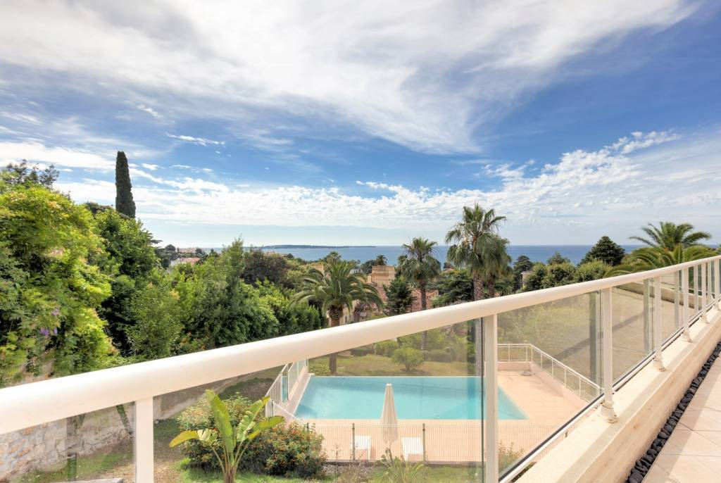 5 rooms apartment,Nice sea view, large terrace, calm residence