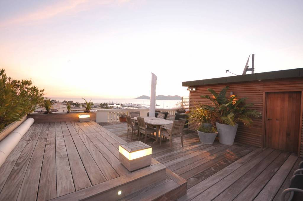 Cannes Croisette magnifique vue mer, 2 chambres et un petit bureau