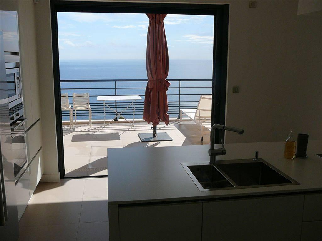 Villa progettata da 4 camere da letto con vista sul mare