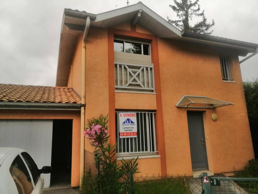 Maison en vente pour petite famille avec terrasse à Bénesse-