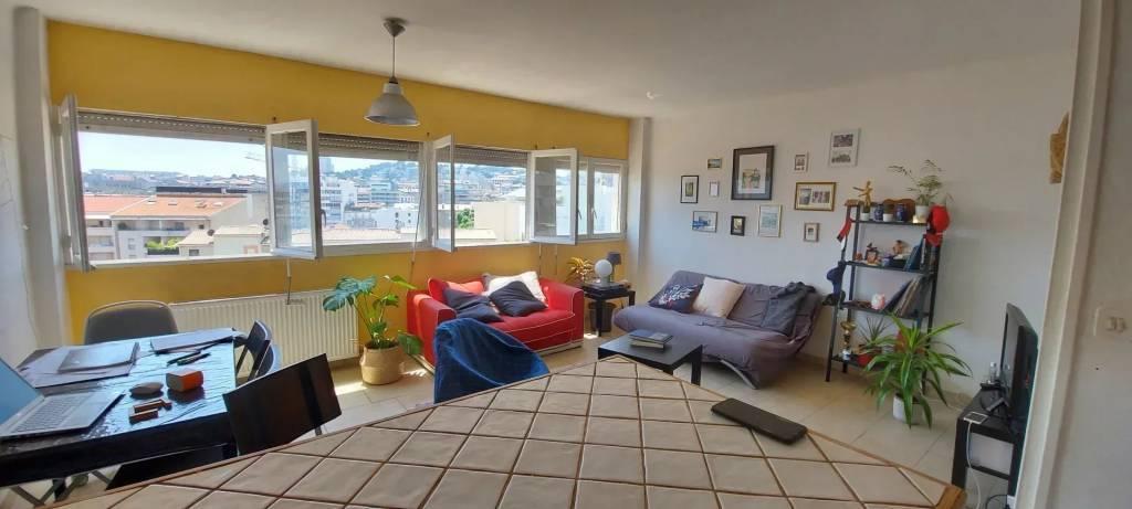 Appartement hyper lumineux en étage élevé.