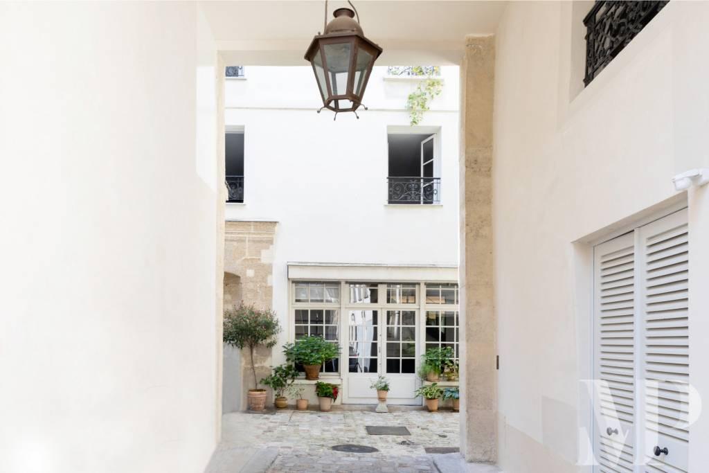 Paris 75007 Appartement atypique en duplex Saint Germain des Prés