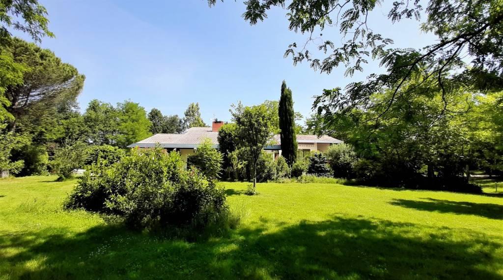 Rare Sud de Toulouse, villa d'architecte  de 215 m² sur parc arboré de 7000 m² avec piscine