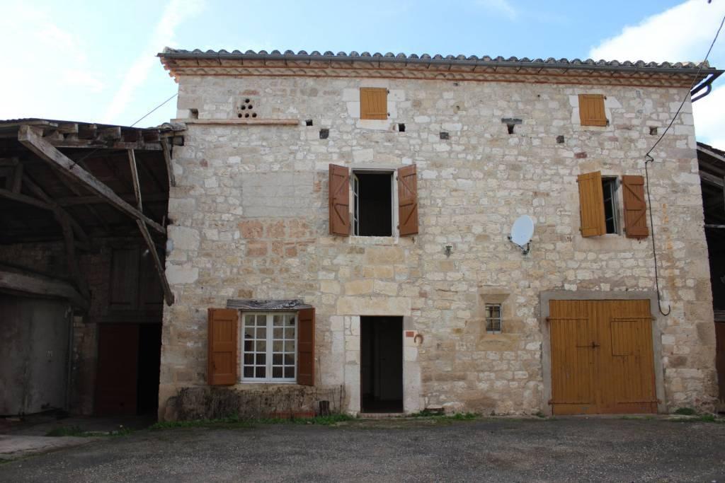 Maison de village en pierre a restaurer