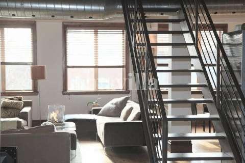 Living-room Natural light Carpet Wooden floor