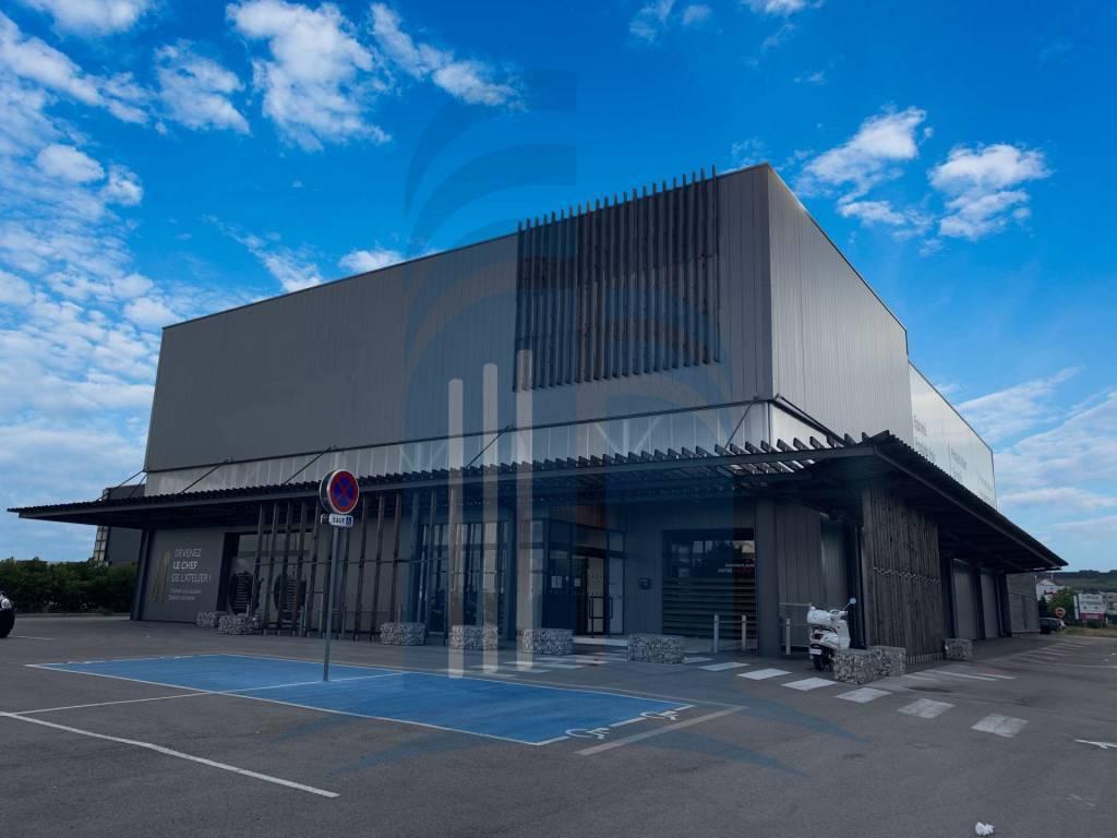Locaux Commerciaux à vendre - 2.000 m2 environ