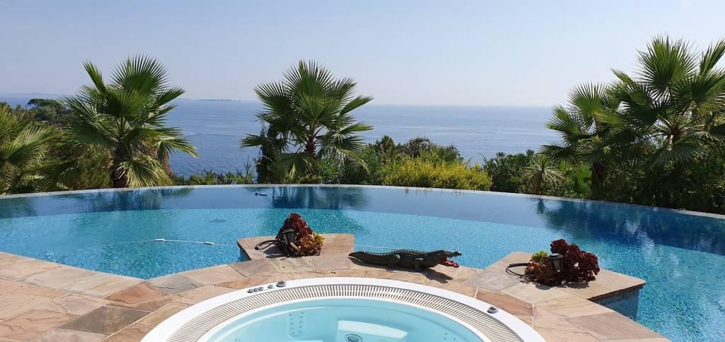 Villa dans domaine pieds dans l'eau Théoule sur mer