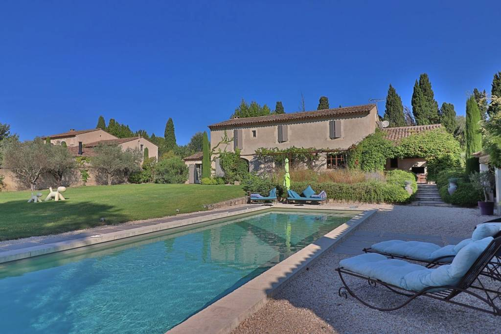 Pretty VILLA with 4 bedrooms + studio and swimming pool for sale