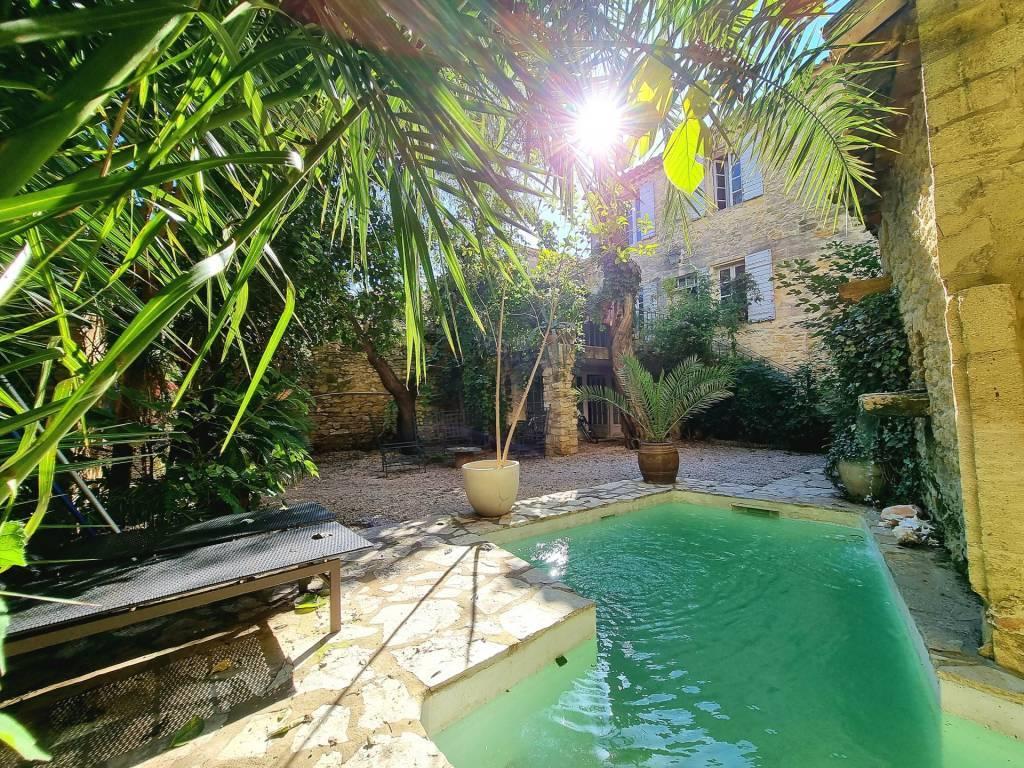 Authentique maison de village avec jardin et piscine