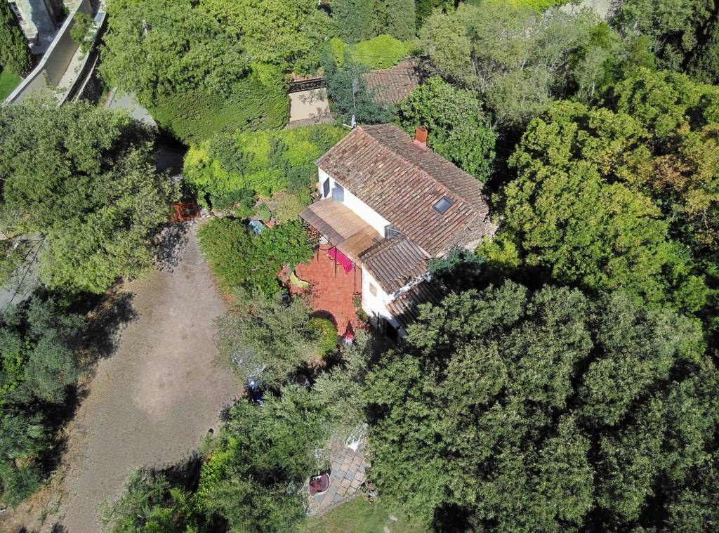Au coeur de la Montagnette, jolie MAISON ancienne avec piscine et jardin.